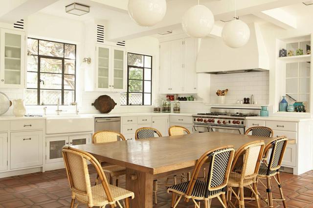 夢幻般的巴黎廚房,與眾不同的風格,大量的燈光照明