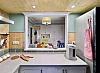 厨房空间小还闷热,一气之下将墙壁砸掉,有了洞的厨房颜值倍增
