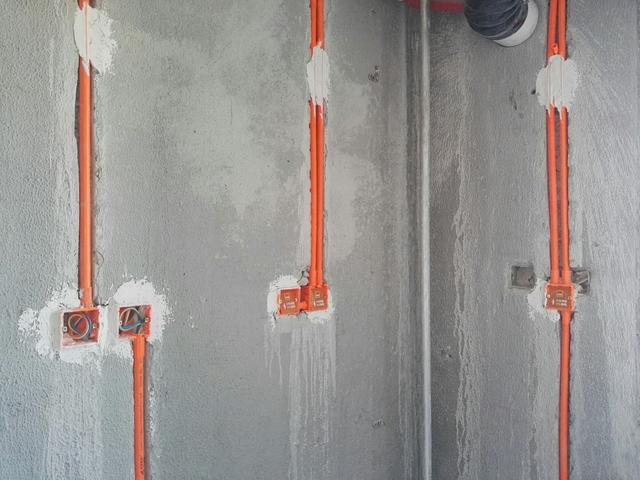 装修时安装的那些插座 就是这样一步一步逼死强迫症的
