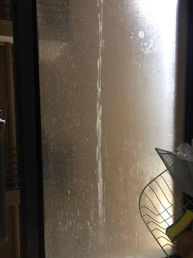 窗外玻璃实在难清理 不如买个擦窗机器人 简单方便还安全
