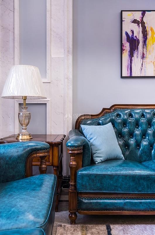 蓝色皮艺沙发