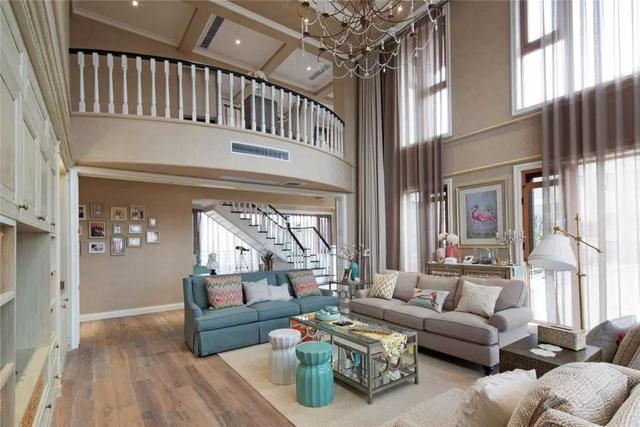 大别墅这样装够大气 挑高客厅拥有不一样的视觉!