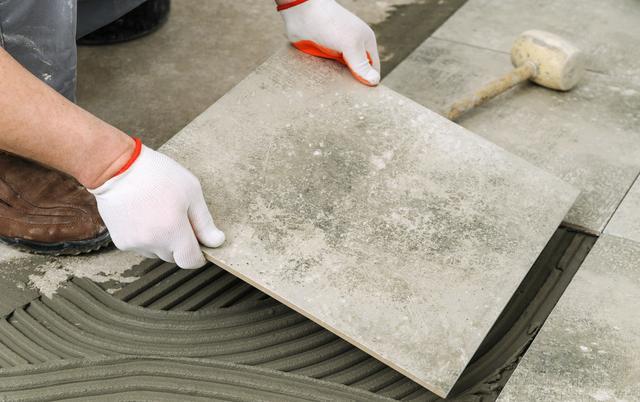 外国瓦工都是如何铺瓷砖 一起来了解一下吧