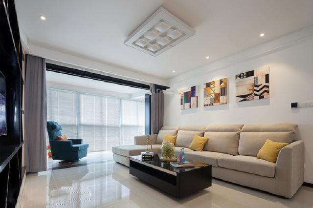现代简约风三居室装修 打造简约实用的家居生活空间