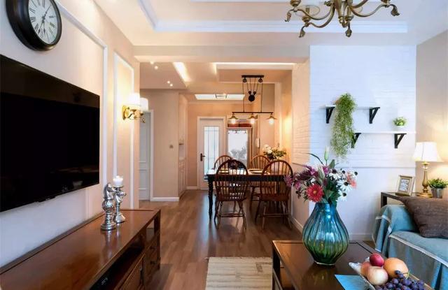 70平美式风格新房装修 主卧大阳台像一个大花园
