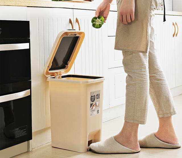 巧选家用垃圾桶款式 还你干净整洁厨房