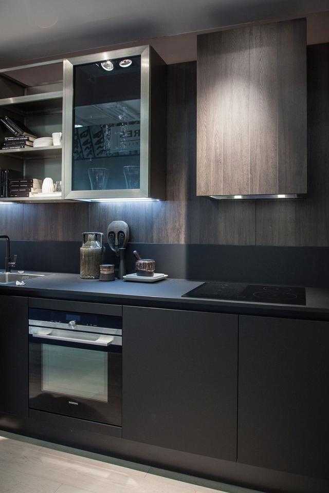 黑色橱柜效果图 在视觉上勾勒出家居空间布局