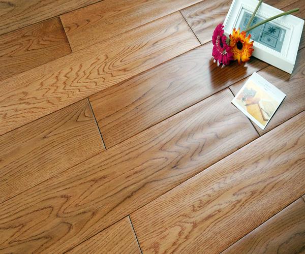 木地板缝隙大如何处理 木地板缝隙太脏怎么清理