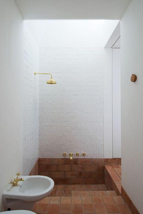 """老公坚持装""""下沉式浴缸"""" 完工后我被惊艳浴室空间放大一倍"""