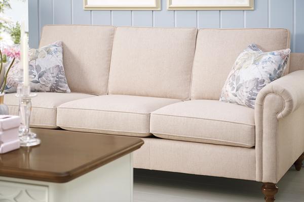 装修保障网 装修攻略 家装选材 家具 客厅家具 沙发 正文      很多人图片