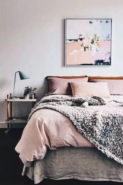 床头柜该怎么选?#25317;?#20320;家那?#21592;?#37325;的柜子 床头柜还可以这样做