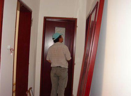 安装成品门