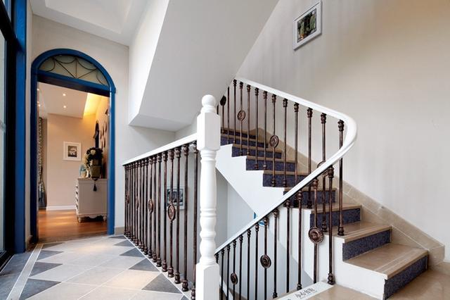 小户型复式楼梯装修设计图片 漂亮实用不占空间