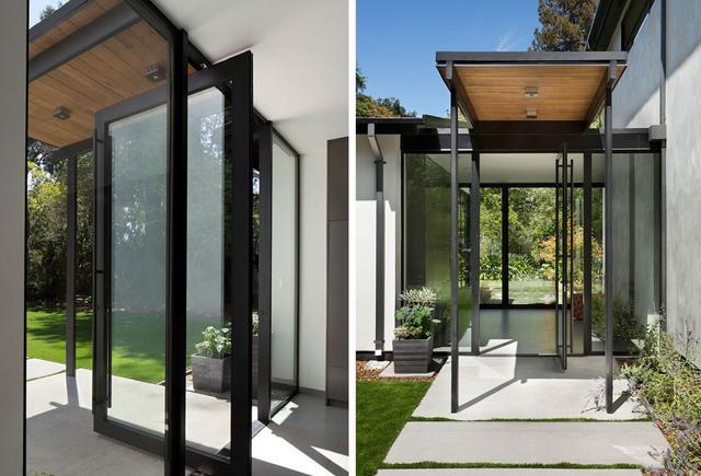 用玻璃做前门的住宅 这样的设计似乎不太适合中国人