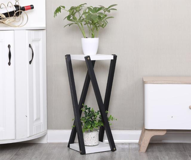 室内装修太单调,摆个花架试试,让你的家充满生活气息
