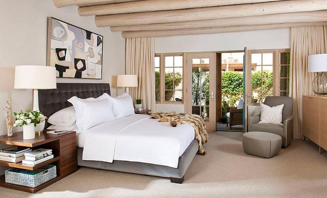 臥室的天花有梁怎么布置