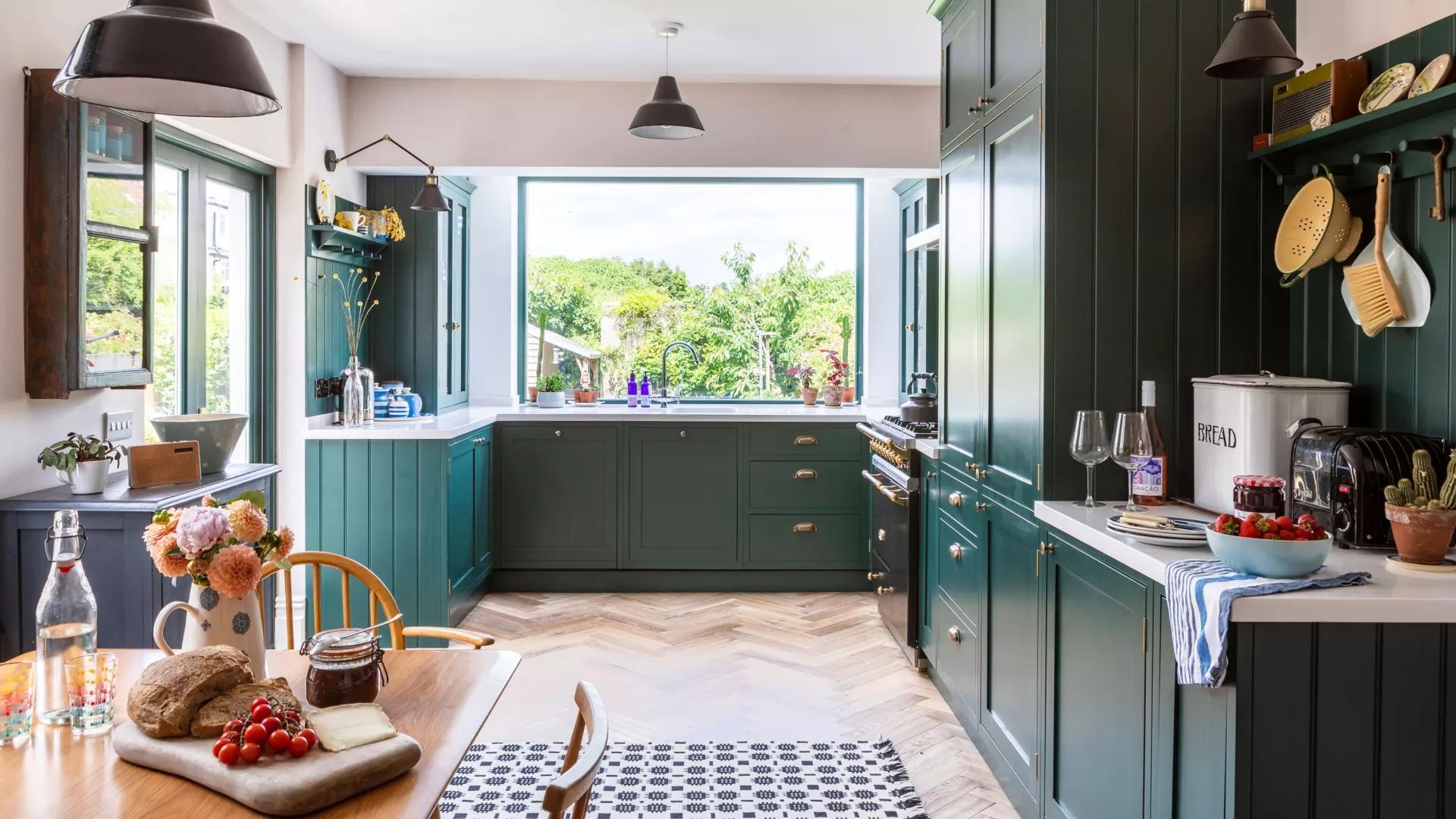 厨房配色方案:15个大胆的色彩创意打造个性的时尚空间