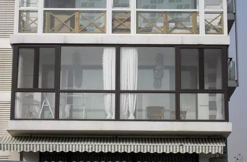 阳台门窗用铝合金好还是塑钢好 商家说大实话了