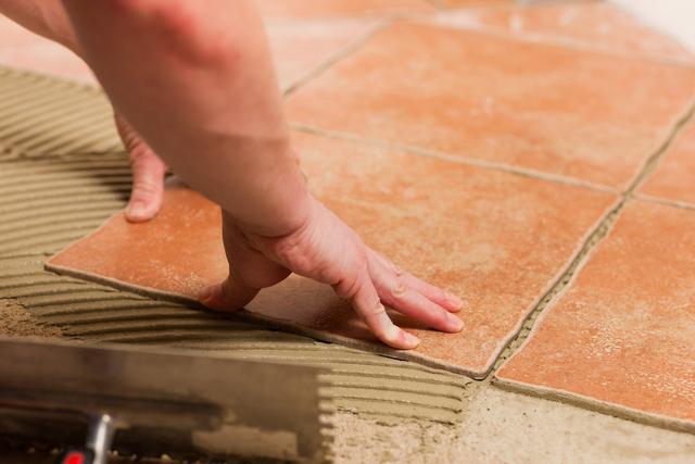 买房地砖还很新 可以直接上面铺木地板吗