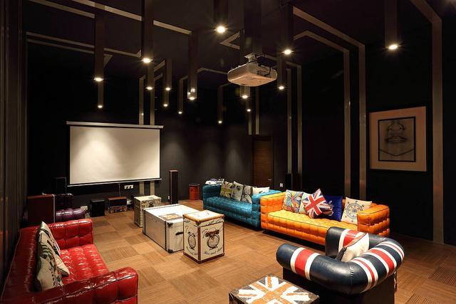 现代家庭影院装修设计 墙壁艺术打造独特的观影氛围