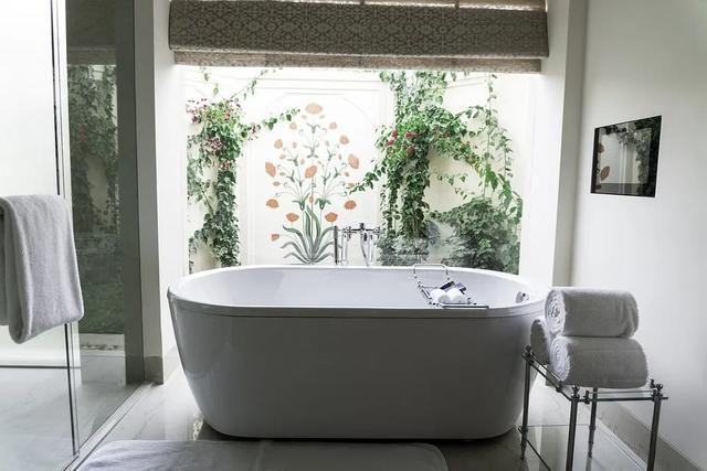 卫生间装浴缸好吗 装了半年都没用而且占地方
