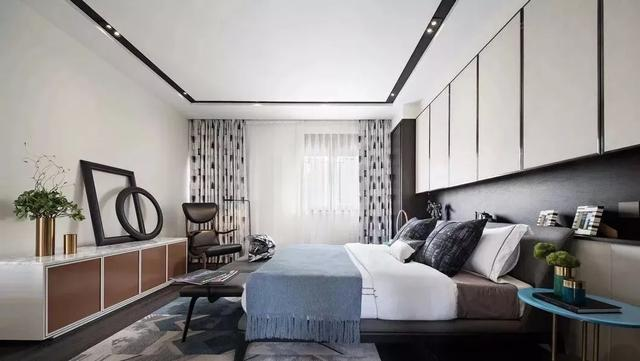 床头背景墙这样设计 连床头柜都省了 卧室宽敞又大气