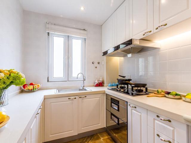 小廚房怎么裝修顯檔次 從廚房門、家電、櫥柜、瓷磚下手