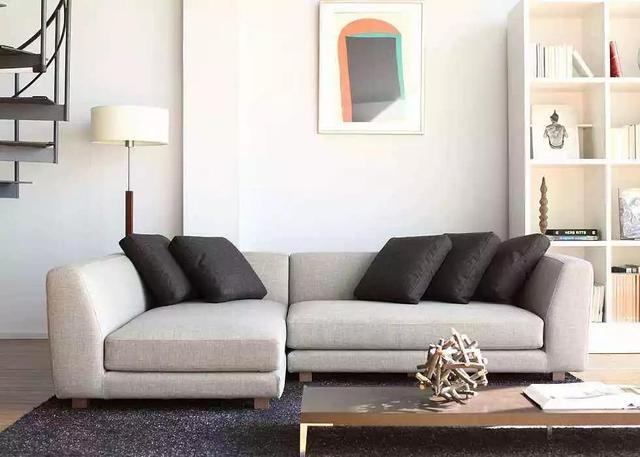 沙发这样摆 客厅立马显得大一倍 分享摆放沙发攻略