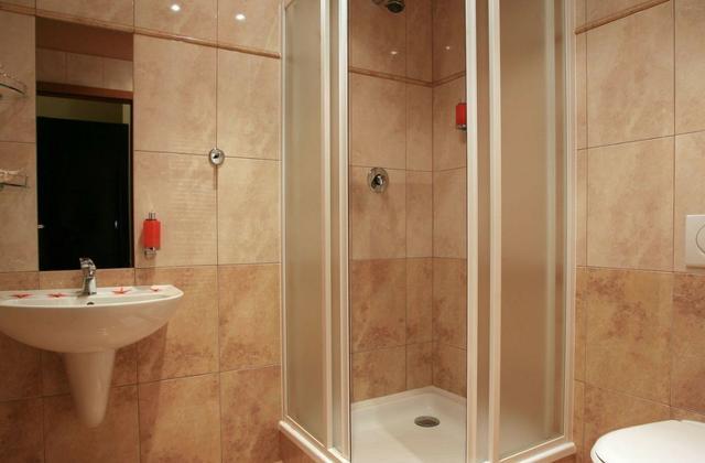 淋浴房地面做法哪个好 除了铺瓷砖还有这三种方式