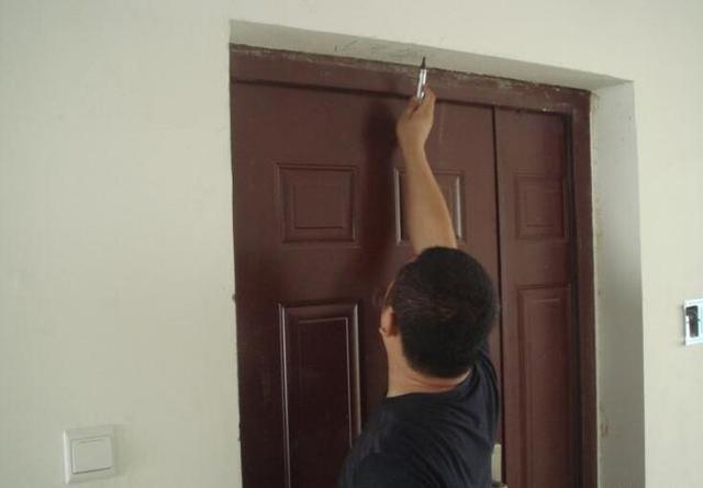 开发商装的防盗门要不要换 看看专家的分析