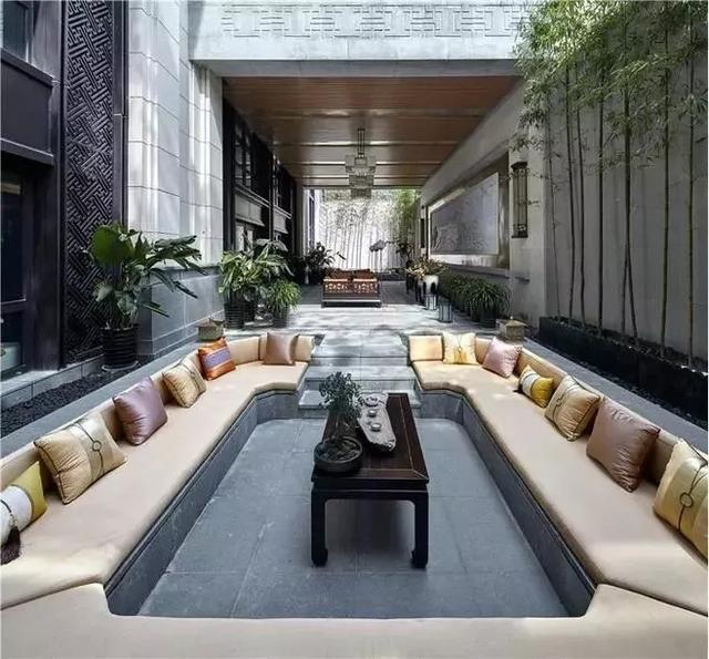 """现在流行把客厅""""下沉""""45cm 不用买沙发了"""