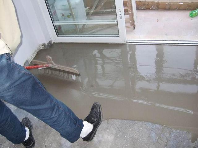 地面找平不用水泥砂浆 这种材料1小时施工20㎡