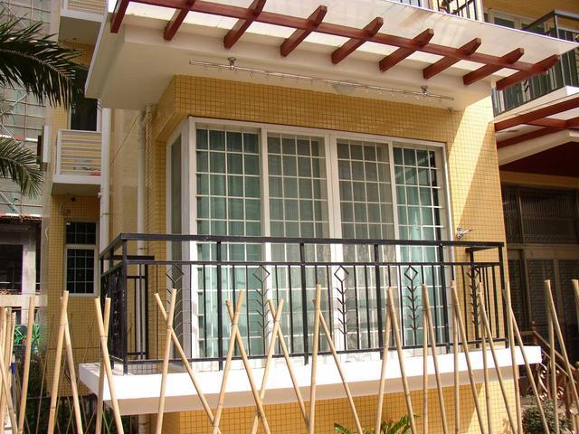 家里窗户上要不要装护栏 要装多高