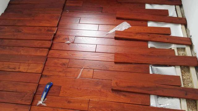 地板、踢脚线、定制衣柜、木门的安装顺序