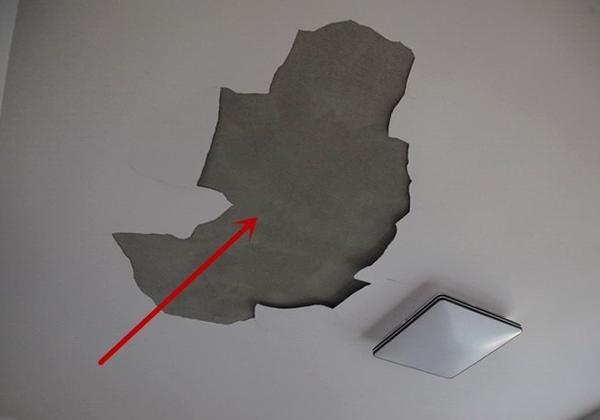 新房吊顶刚批了腻子 就成片的往下掉是什么原因
