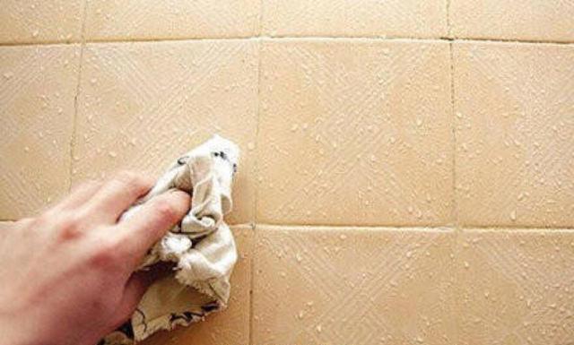 瓷砖冒水珠是什么原因 除了防水不到位之外还有什么