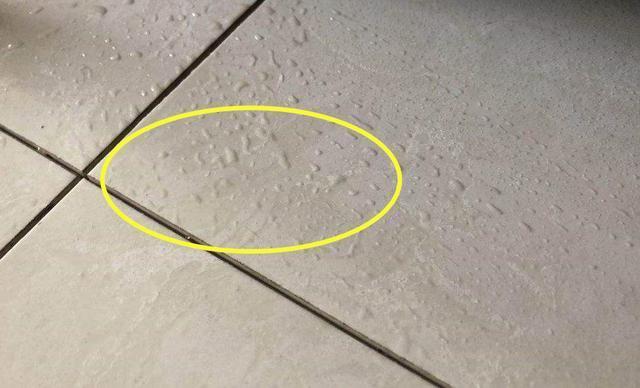 瓷砖冒水珠是什么原因