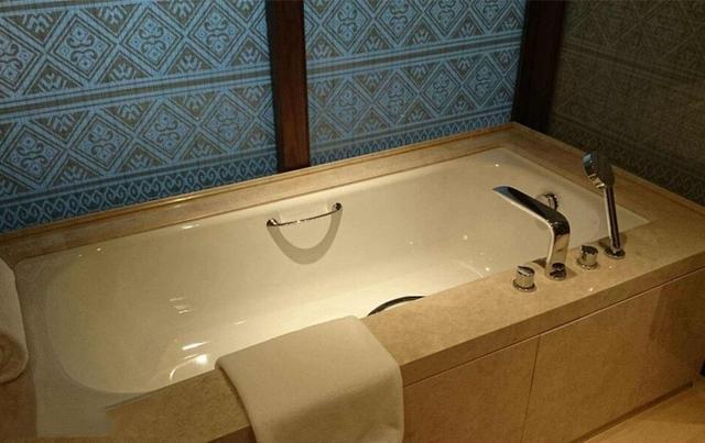 家里装不下大浴缸 买个折叠浴缸完全不占空间