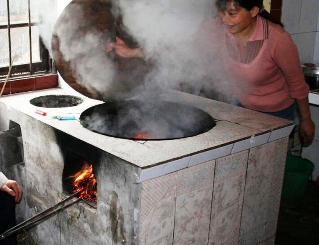 农村没谁用土灶台了 现在用这种新式灶台能供暖