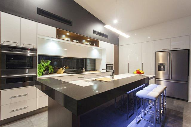 厨房要不要做吊顶装修 如果不做天花板又该如何处理?