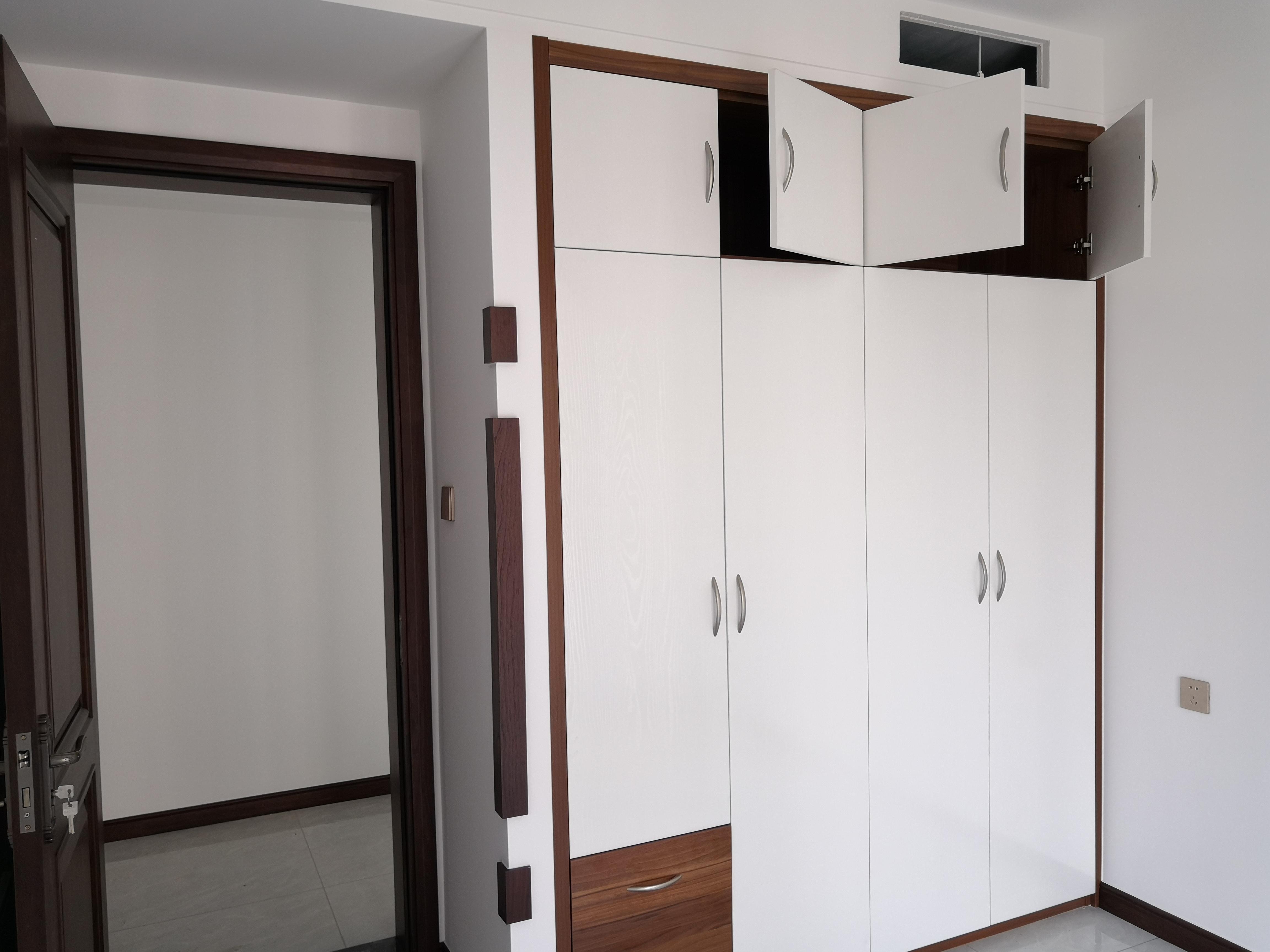 衣柜嵌入式要怎么做 侧边砌堵10cm薄墙美观实用