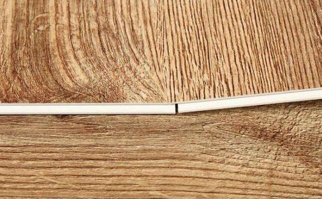 锁扣地板质量怎么样 免胶安装用个10年没问题