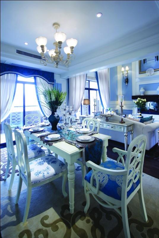 希腊地中海风格,充盈着蓝天碧海、艳阳天的安宁静谧;蔚蓝色的浪漫情怀,海天一色、艳阳高照的纯美自然。 纯白、淡蓝、浅绿这些温柔的颜色静静融合、悄悄对话,令人如沐春风。  设计师采用了浪漫法式新古典风格为这栋房屋的主题,白色墙板线框造型结合清新的浅蓝色、优雅的浅紫色、怡人的灰绿色作为空间内的点睛色,营造出一个浪漫巴黎风情的居室空间。