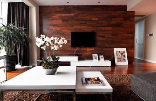 使用木质材料作电视背景墙,装饰效果自然清新,大方美观.