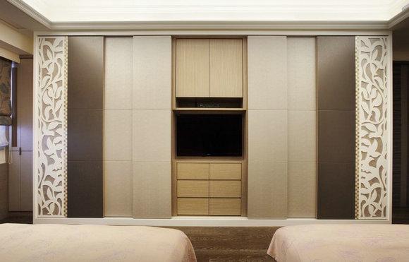 主卧室电视墙-影音设备隐藏于柜子门片里,让睡眠空间可以更加单纯