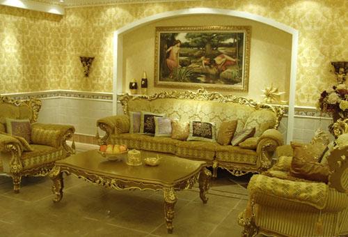 家具上多以欧式风格的雕花