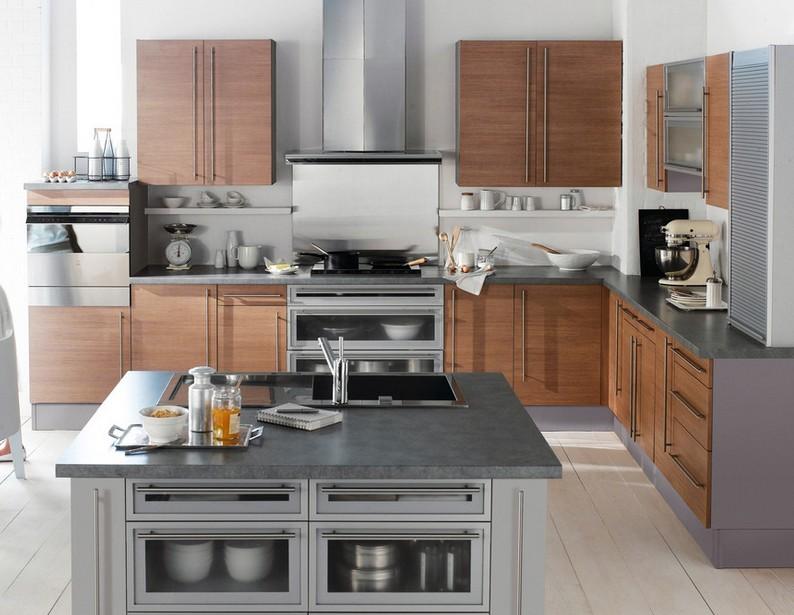 【导读】 欧式厨房装修其实是一种比较好的选择,它可以重头开始,可以选择自己喜欢的风格,那打造出有着自己风格的房屋也是易如反掌的。 现代人们在选择厨房风格时是怎样选择。相信很多人在确定家装风格时都花了不少心思,小编在这里给大家推荐一下欧式风格厨房,现代家居家装样板间装修让不少的朋友们费心神,既然如此,我们来欣赏一些欧式厨房装修效果图参考一下。