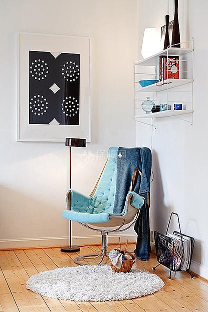客厅的一角放着一把摇摇椅,悠然自得的享受片刻的休息
