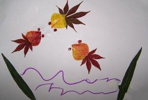 家居diy:树叶贴画制作小金鱼图片