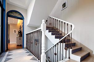 地中海别墅楼梯装修设计